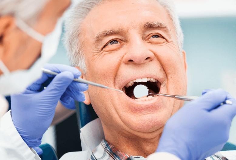 Regelmæssigt eftersyn af tandprotese hos Proteseeksperten Holbæk